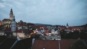cesky τσεχική δημοκρατία krumlov Castle, πύργος και εικονική παράσταση πόλης στη νύχτα βραδιού φθινοπώρου Περιοχή παγκόσμιων κληρ απόθεμα βίντεο