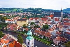 cesky krumlov全景 cesky捷克krumlov中世纪老共和国城镇视图 免版税库存照片