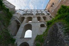 Cesky krumlov城堡桥梁 库存照片