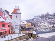 CESKY KRUMLOV, ΔΗΜΟΚΡΑΤΊΑ ΤΗΣ ΤΣΕΧΊΑΣ - 18 ΦΕΒΡΟΥΑΡΊΟΥ 2018: Παλαιός ποταμός αγαλμάτων πόλεων και κάστρων στο κάστρο Cesky Krumlo Στοκ φωτογραφίες με δικαίωμα ελεύθερης χρήσης