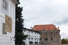 CESKY KRUMLOV, ΔΗΜΟΚΡΑΤΊΑ BOHEMIA/CZECH - 17 ΣΕΠΤΕΜΒΡΊΟΥ: Ηλιακό ρολόι ο Στοκ Εικόνες
