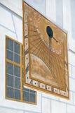 CESKY KRUMLOV, ΔΗΜΟΚΡΑΤΊΑ BOHEMIA/CZECH - 17 ΣΕΠΤΕΜΒΡΊΟΥ: Ηλιακό ρολόι ο Στοκ εικόνες με δικαίωμα ελεύθερης χρήσης
