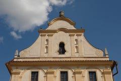 cesky krumlov церков сценарное стоковые изображения