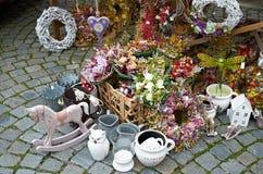 Cesky Krumlov, ЧЕХИЯ - 26-ое сентября 2014: Сувениры на богемской ярмарке Стоковые Изображения