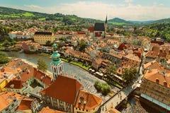 CESKY KRUMLOV, BÖHMEN, TSCHECHISCHES REPUBLIK - Ansicht in der alten Stadt und dem Moldau-Fluss stockfotos