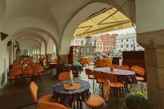 CESKY KRUMLOV, BÖHMEN, TSCHECHISCHES REPUBLIK - typisches Restaurant in der alten Stadt, am 15. August 2016 lizenzfreie stockbilder