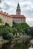 CESKY KRUMLOV, BOHEMIA-/CZECHREPUBLIK - SEPTEMBER 17: Folk Ca Royaltyfria Foton