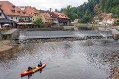 CESKY KRUMLOV, BOHEMIA-/CZECHrepublik - 17. SEPTEMBER: Leute Ca Lizenzfreie Stockfotografie
