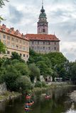 CESKY KRUMLOV, BOHEMIA-/CZECHrepublik - 17. SEPTEMBER: Leute Ca Lizenzfreie Stockfotos