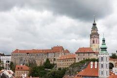 CESKY KRUMLOV, BOHEMIA-/CZECHREPUBLIK - SEPTEMBER 17: Statlig Cas Arkivfoto