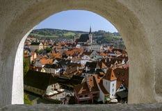 Cesky Krumlov, een mooie mening van het stadslandschap vanaf de bovenkant Tsjechische Republiek Historische stad Unesco-Werelderf Royalty-vrije Stock Foto