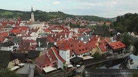 Cesky Krumlov, Repubblica ceca St Vitus Church And Cityscape In Sunny Autumn Day Luogo del patrimonio mondiale dell'Unesco video d archivio