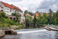 CESKY KRUMLOV, REPUBBLICA DI BOHEMIA/CZECH - 17 SETTEMBRE: Vista della t fotografia stock