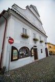 Cesky Krumlov - som en punkt av den turistic destinationen Royaltyfri Bild