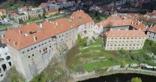 Cesky Krumlov, vista aérea de Cesky Krumlov, y castillo de la ciudad almacen de video