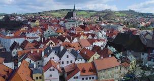 Cesky Krumlov - vue aérienne de la ville banque de vidéos