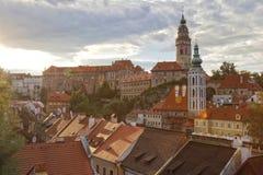 Cesky Krumlov, Zuid-Bohemen, Tsjechische Republiek, gloed & backlit stock fotografie