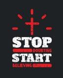 Cessez de douter du début croyant l'affiche de motivation Photographie stock libre de droits