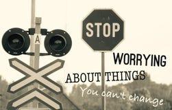 Cessez de s'inquiéter des choses que vous ne pouvez pas changer photo libre de droits