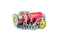 Cessez-le-feu - balle enchaînée avec le cadenas horizental Photographie stock