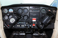 Cessna驾驶舱152个航空器 免版税库存图片