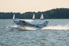 Cessna 172 con i galleggianti - Mazury Airshow - Polonia Immagine Stock