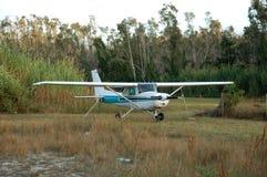 Cessna 172 vliegtuig stock afbeeldingen