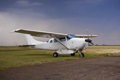 Cessna 205 - SuperSkywagon mit Ladung-Hülse lizenzfreies stockfoto