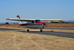 Cessna 210 - Más cerca Imagen de archivo
