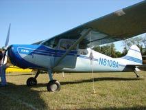Cessna admirablement reconstitué 170 B dans la lumière de matin image stock
