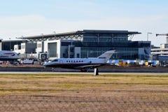 Cessna 525 flygplan som tar av fotografering för bildbyråer