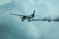 Cessna 208 Karawanowy i niebo Fotografia Royalty Free