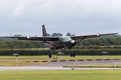 Cessna 208 Karawanowych G-DLAA na podejściu ziemia Obraz Royalty Free