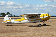Cessna 195 passagerarflygplan Arkivbild