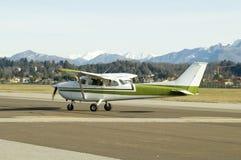 Cessna verde pronto à decolagem Foto de Stock