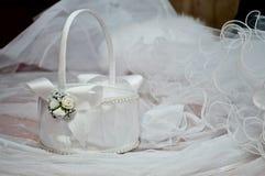 Cesta blanca de la boda Imagenes de archivo
