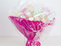 Cesta bonita feita com os tecidos para crianças Fotografia de Stock Royalty Free