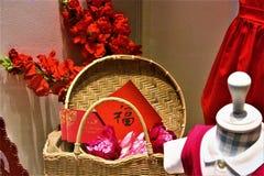 Cesta china del Año Nuevo de exhibición de las decoraciones de la esperanza en la alameda shoping foto de archivo libre de regalías
