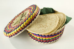 Cesta colorida dos Tortillas Foto de Stock
