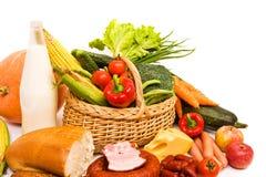 Cesta com algum alimento Fotografia de Stock