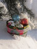 Cesta com brinquedos do Natal Foto de Stock