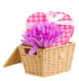 Cesta com flores e caixa de presente do açafrão Imagens de Stock Royalty Free