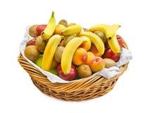 Cesta com frutas imagem de stock
