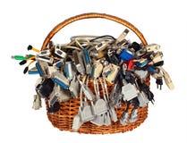 A cesta com muitos computador diferente cabografa a peúga dos conectores dos fios fotos de stock