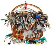 A cesta com muitos computador diferente cabografa a peúga dos conectores dos fios Imagem de Stock Royalty Free