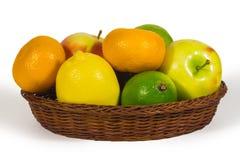 Cesta com os frutos do freshl isolados no branco Imagens de Stock Royalty Free