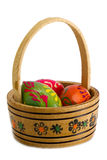 Cesta com ovos da páscoa. Fotos de Stock Royalty Free