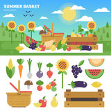 Cesta completamente de frutas e legumes frescas Fotos de Stock
