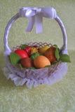 Cesta con huevos y una mariposa Fotografía de archivo libre de regalías