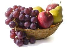 Cesta con la fruta fresca Imagen de archivo libre de regalías